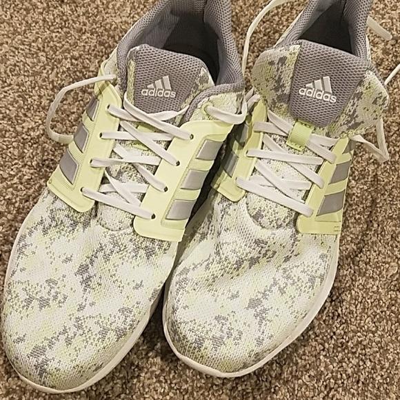 Le Adidas Come Nuovo Scarpe Infinita Energia Impulso Scarpe Nuovo Poshmark 42b59d